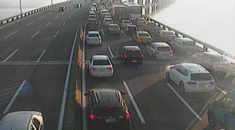 Saída do Rio para a Região dos Lagos trava a Ponte e complica trânsito nas vias expressas